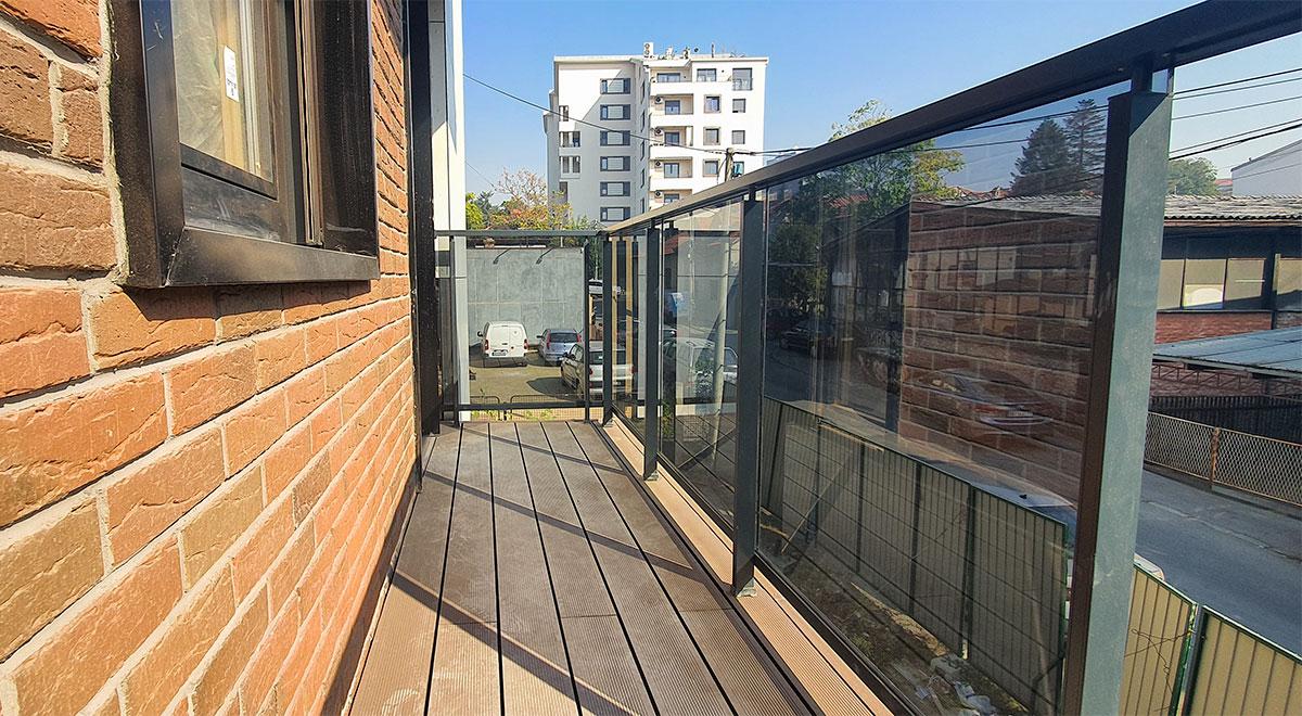 Aluminijumska staklena ograda SL14 na objektu Nova Adresa Park Šumice u Beogradu