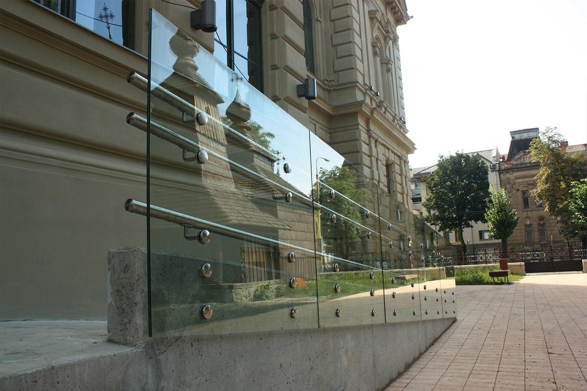 Staklena ograda sa Inox tačkastim nosačima
